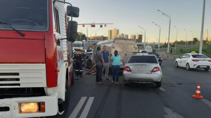 Авария на Бельском мосту в Уфе: в столкновении «Газели»,KIA иDaewoo Nexia пострадали трое
