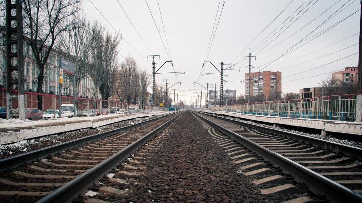 В Каменске-Шахтинском за выходные под колесами поезда погибли два человека