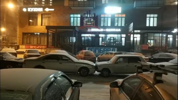 На Карамзина «Газель» сдавала назад и собрала паровозик из 5 машин
