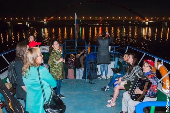 Новосибирцы прокатились на ночном теплоходе по Оби
