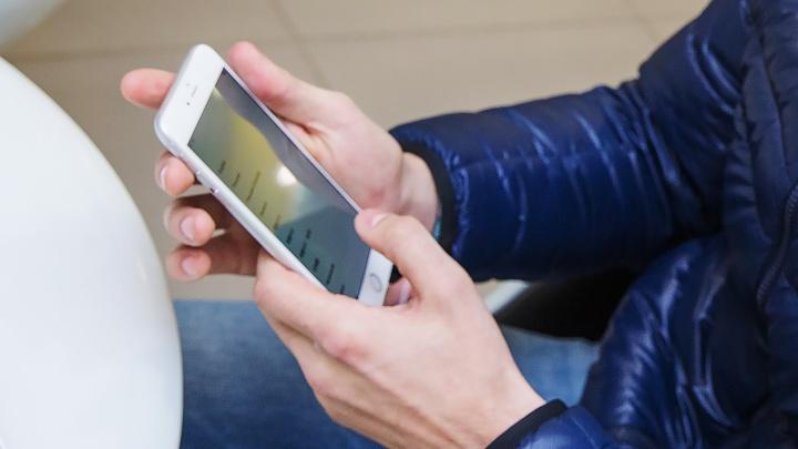 Грабитель-неудачник потерялукраденные «айфоны» через дырку в пакете