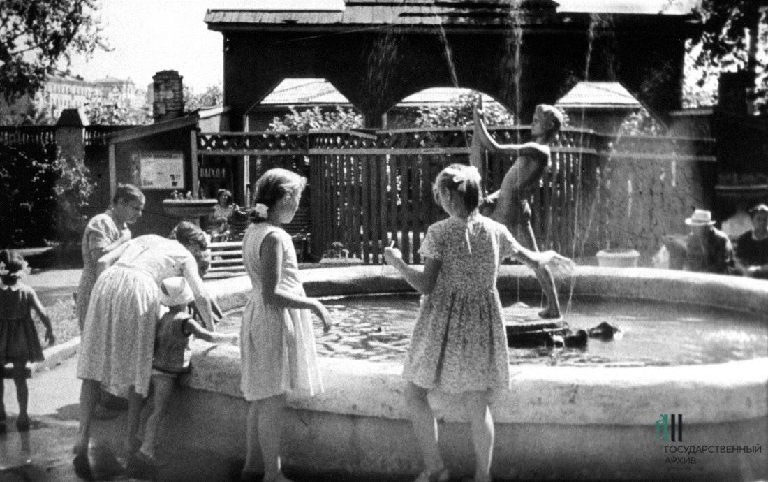 У фонтана, 50–60-е годы
