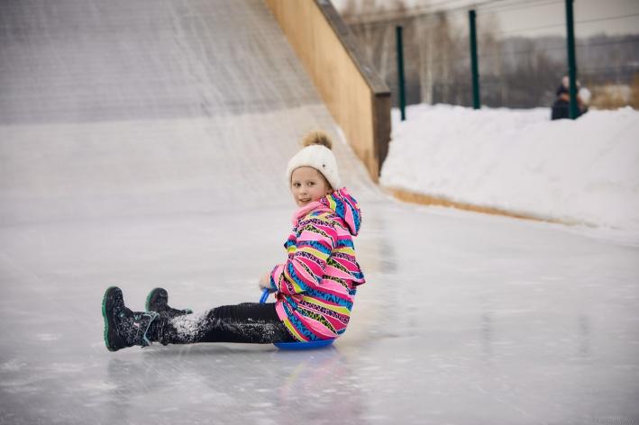 Зимой для взрослых и детей действуют две горки