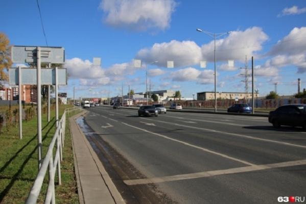 На этом участке шоссе постоянно образуются пробки