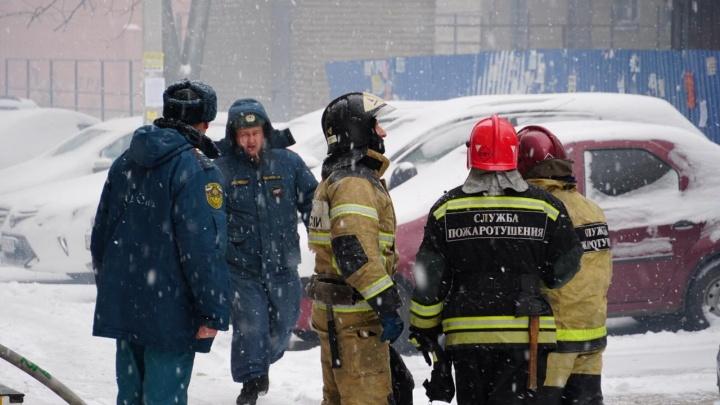 В Гуково загорелась пятиэтажка: есть пострадавшая