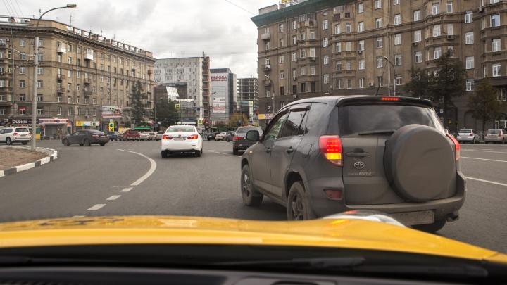 «Сто рублей — не деньги»: за проезд перекрестков в час пик предложили собирать плату