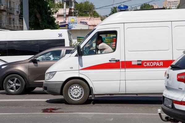 На место аварии приехали сразу две машины скорой помощи