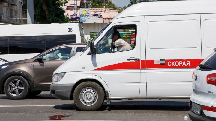 «Лежит на асфальте в крови»: на оживленной дороге в центре Волгограда сбили пенсионерку