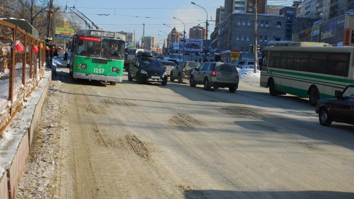 Район остался без троллейбусов: из-за аварии на проспекте Дзержинского встал общественный транспорт
