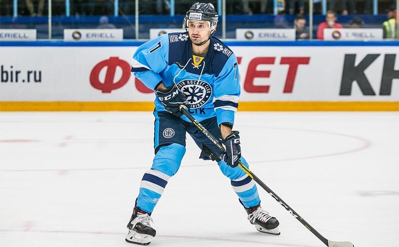 В прошлом сезоне Энвер играл за «Сибирь» и «Спартак», а до этого — за «Салават Юлаев»