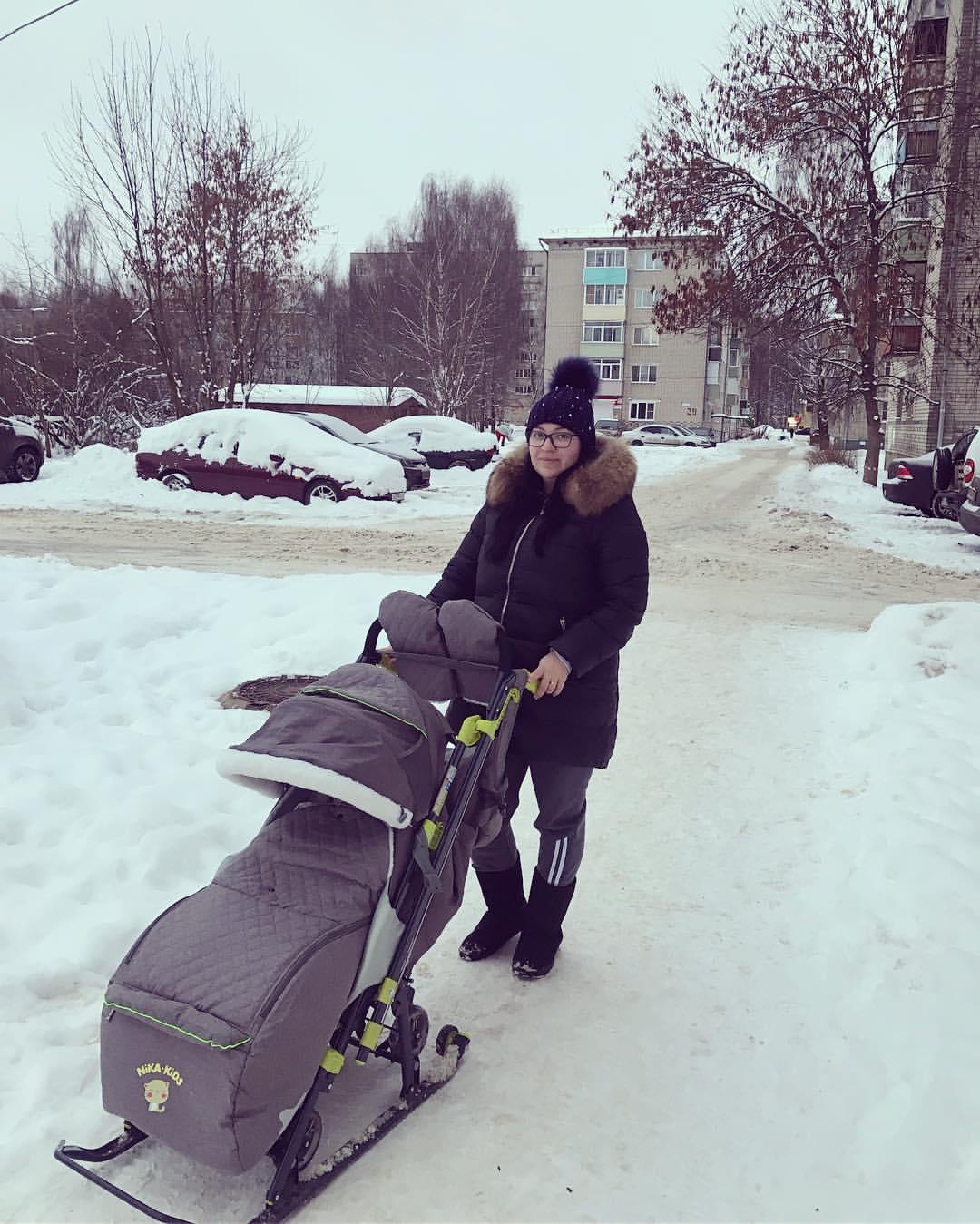 Подготовка к суровой ярославской прогулке с ребёнком