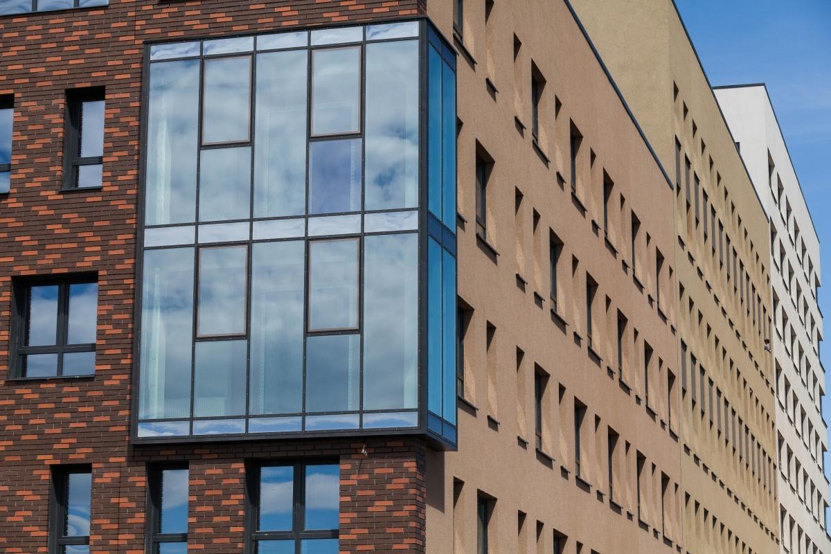 В «Суходольском» есть разнообразные планировки с большими окнами