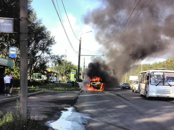 ВКрасноярске зажегся маршрутный автобус спассажирами