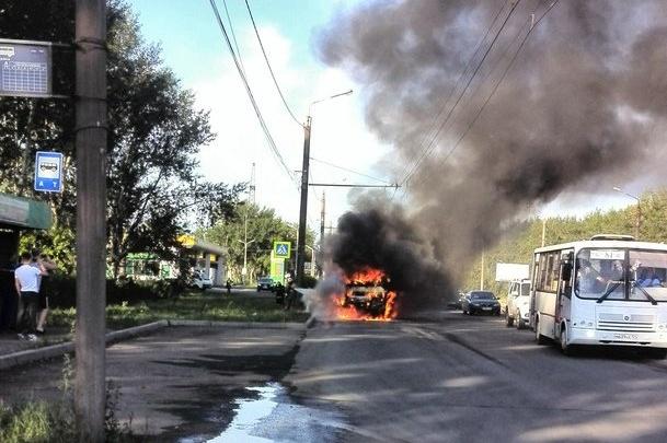 Автобус № 94 загорелся во время движения и выгорел дотла