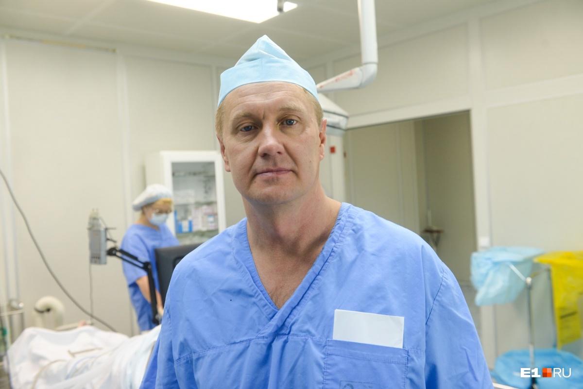 Павел Гвоздев - нейрохирург свердловского онкодиспансера. Каждую неделю он проводит одну-две операции по удалению глиобластомы.