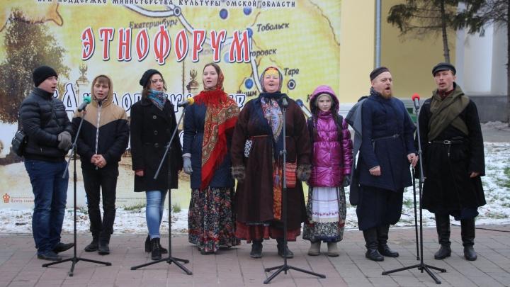 «Я хоть и Минина, но что там было, не помню»: смотрим, как прошёлДень народного единства в Омске
