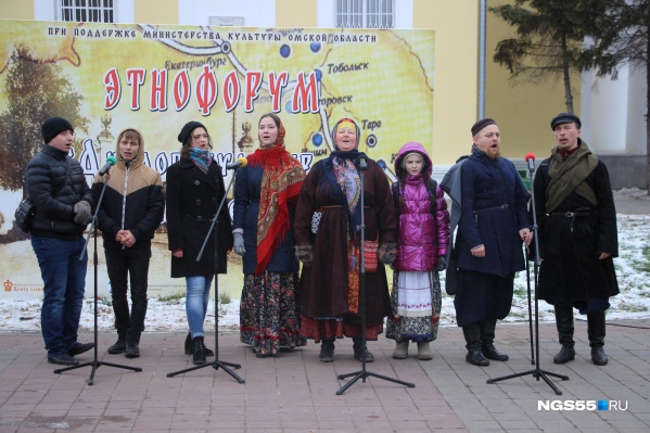 Площадь за Никольским собором превратилась в сцену для народных гуляний