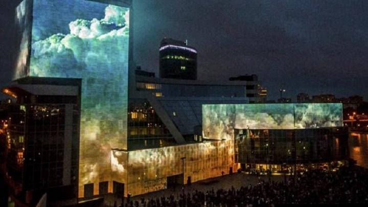 «Как будто танец картины Кандинского»: на огромном медиафасаде Ельцин-центра покажут световое шоу