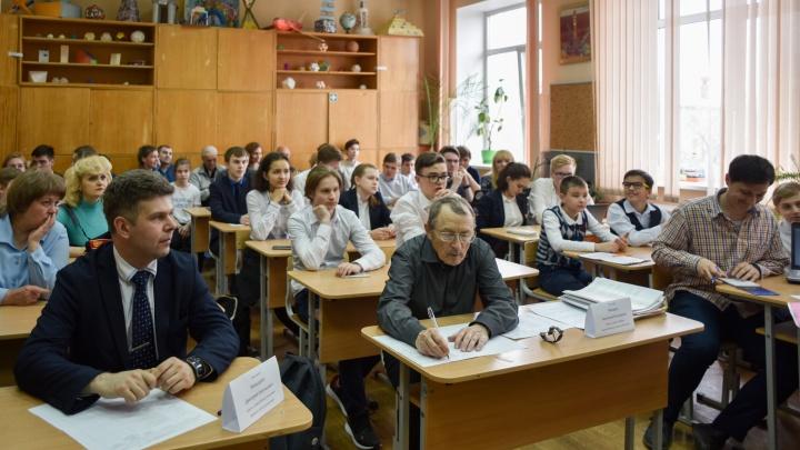 Окололунная станция, нейросети, космический мусор: в Екатеринбурге стартовали «Семихатовские чтения»