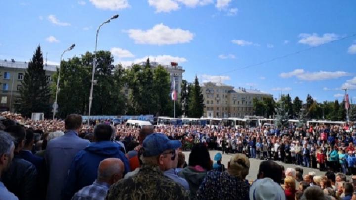 Сергей Кириенко и Алексей Лихачёв приехали на церемонию прощания с погибшими атомщиками в Саров