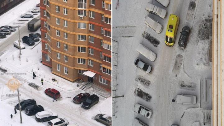 «Висела, потом упала»: в Солнечном женщина выпала с 6-го этажа и разбилась