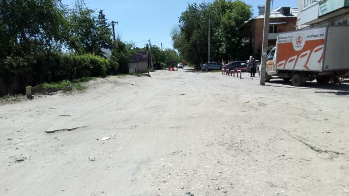 «Кому он нужен? Этот Жилгородок»: волгоградцы показали дорогу, на которой 20 лет не было ремонта