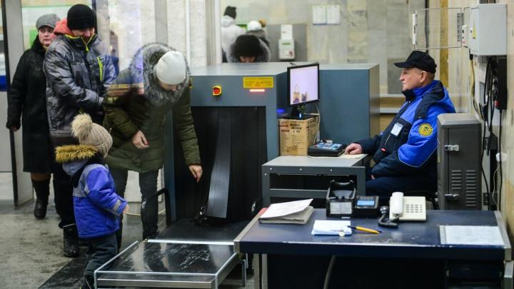 Метро Екатеринбурга оштрафовали за то, что сотрудники ФСБ пронесли муляж бомбы через зоны досмотра
