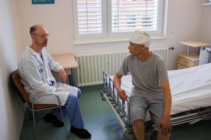 У пациента оказалась столь редкая болезнь, что понадобилась помощь большой команды хирургов, в том числе приглашённого из Петербурга