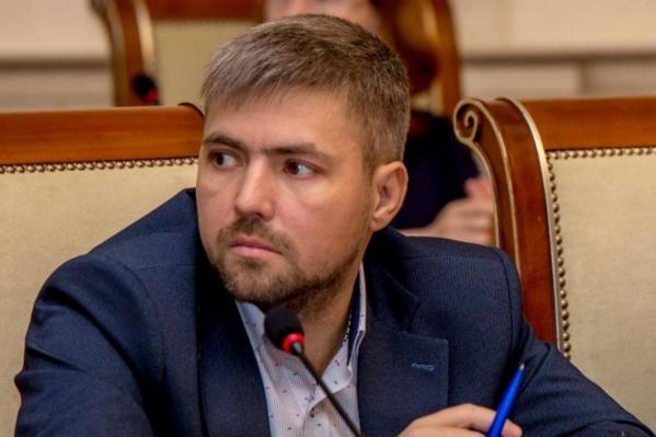 Новосибирский пиарщик и маркетолог Денис Соболев выпустил первую книгу трилогии «Говорящий с травами» о судьбе мальчишки, который перебрался жить в тайгу