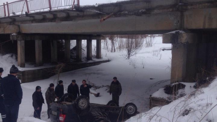 Под Уфой с моста слетела легковушка: пострадали две женщины