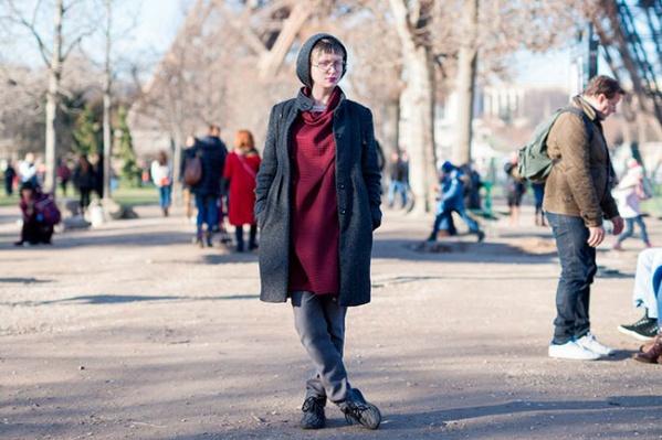 Ксения Крондо возле Эйфелевой башни в Париже