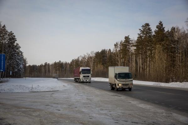 Трасса от Новосибирска до Томска через Колывань сильно загружена — содержать её должен федеральный бюджет, а не областной, считают новосибирские депутаты