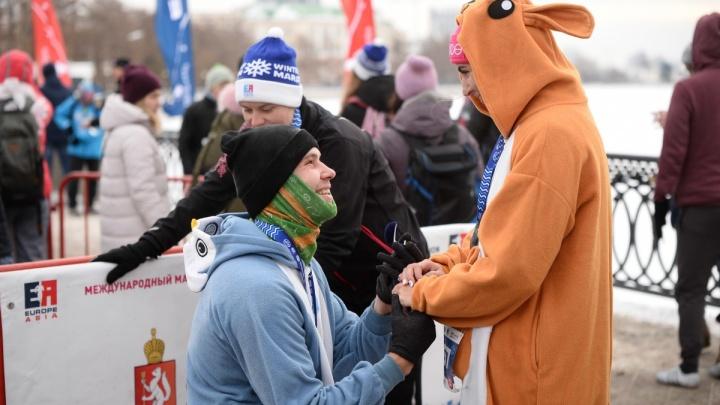 Бегун из Уфы сделал предложение своей подруге прямо во время полумарафона в Екатеринбурге