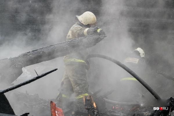 Прибывшие пожарные не смогли спасти людей, было поздно