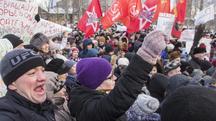 «Мусорщик, уходи!»: фоторепортаж с митинга в Архангельске