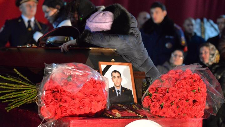 В Полевском попрощались с погибшими в страшном ДТП полицейскими
