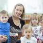 «Отличаем по макушкам и царапинкам»: в День воспитателя 74.ru побывал в детсаду с близняшками