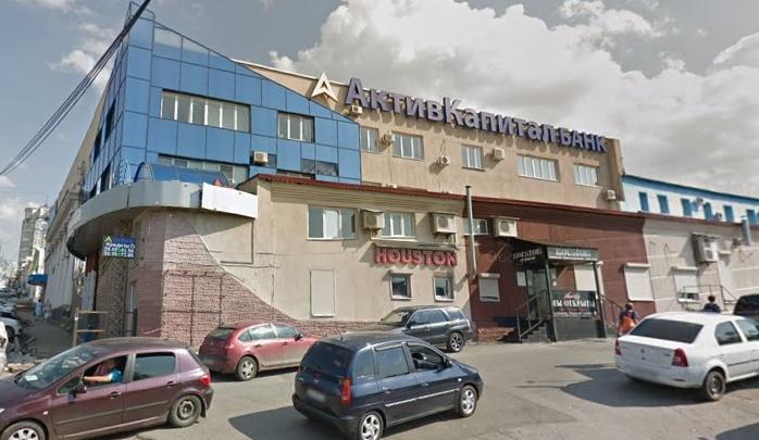 В Самаре строители требуют снести офис «АК Банка» возле Струковского сада