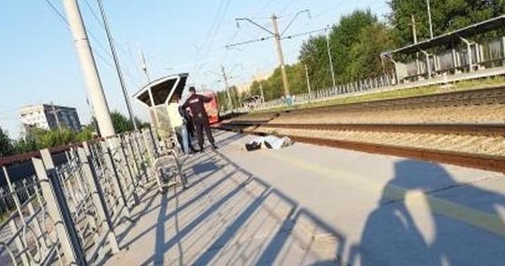 Женщина в наушниках погибла от удара поезда на платформе в «Белых Росах»