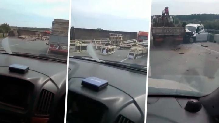 Крупное ДТП блокировало движение по трассе Новосибирск — Барнаул