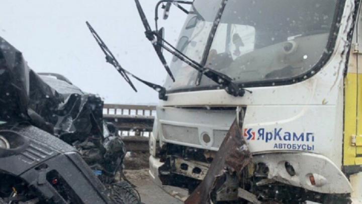 В Ярославле иномарка влетела в маршрутку: пассажиры попали в больницу