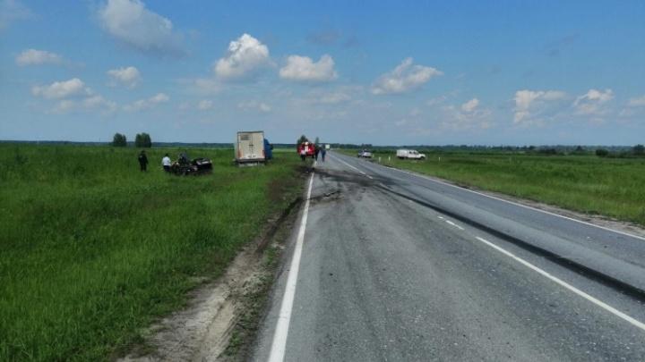 Разбились на служебной машине: подробности смертельного ДТП под Тюменью
