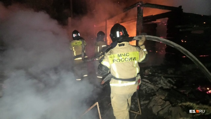 Общая площадь пожара — 100 квадратных метров