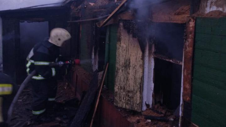 В Волгограде в выгоревшем дотла доме погибли двое мужчин