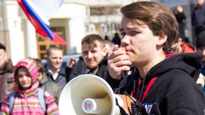 19-летний тюменец, которого наказали за надпись на снегу «Против Путина», не может погасить штраф