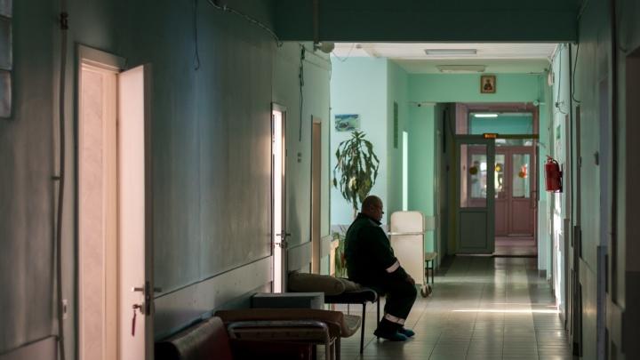 В Самаре главный врач больницы получил выговор за размещение пациентов в коридорах