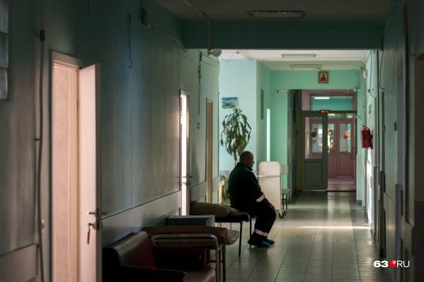 Койки больных поставили в коридорах
