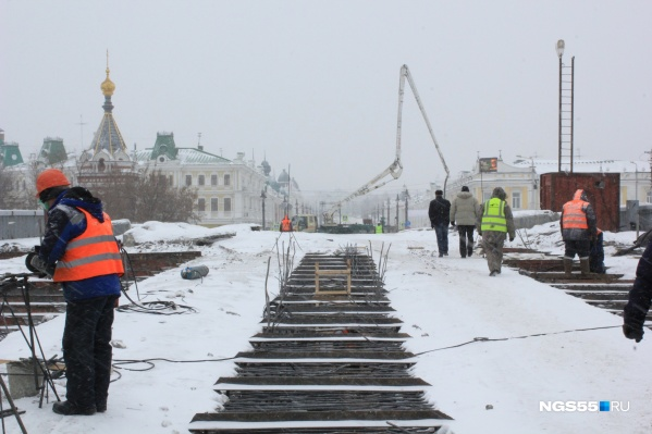 За смену на мост выходят около 70 строителей