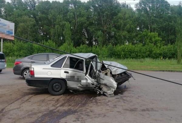 В Башкирии таксист на Daewoo Nexia въехал в столб