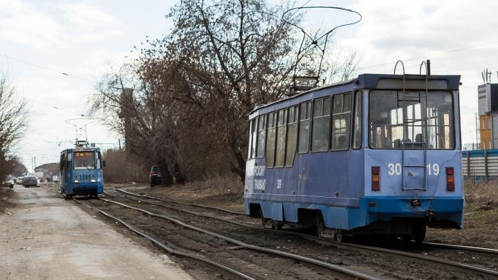 На одном из перекрёстков с улицей Ватутина встали трамваи